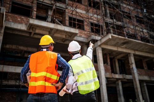 Środki bezpieczeństwa w pracy – jak zapewnić bezpieczeństwo swojej kadry?
