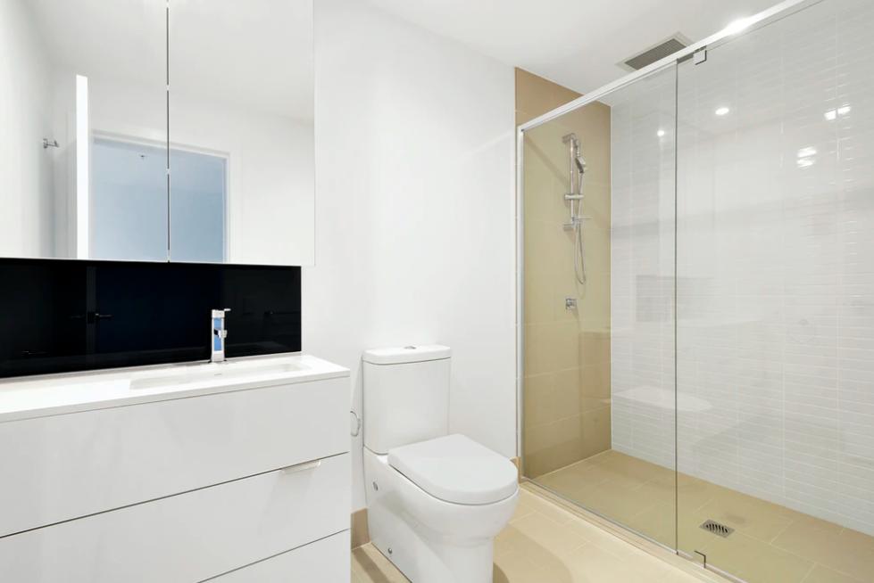Jak uniknąć smug w kabinie prysznicowej?